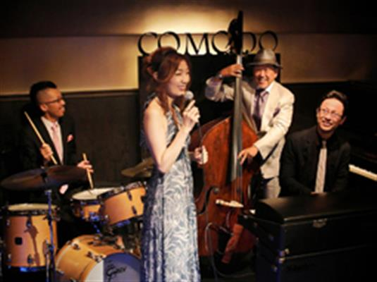 COMODO bar with jazzライブ予定